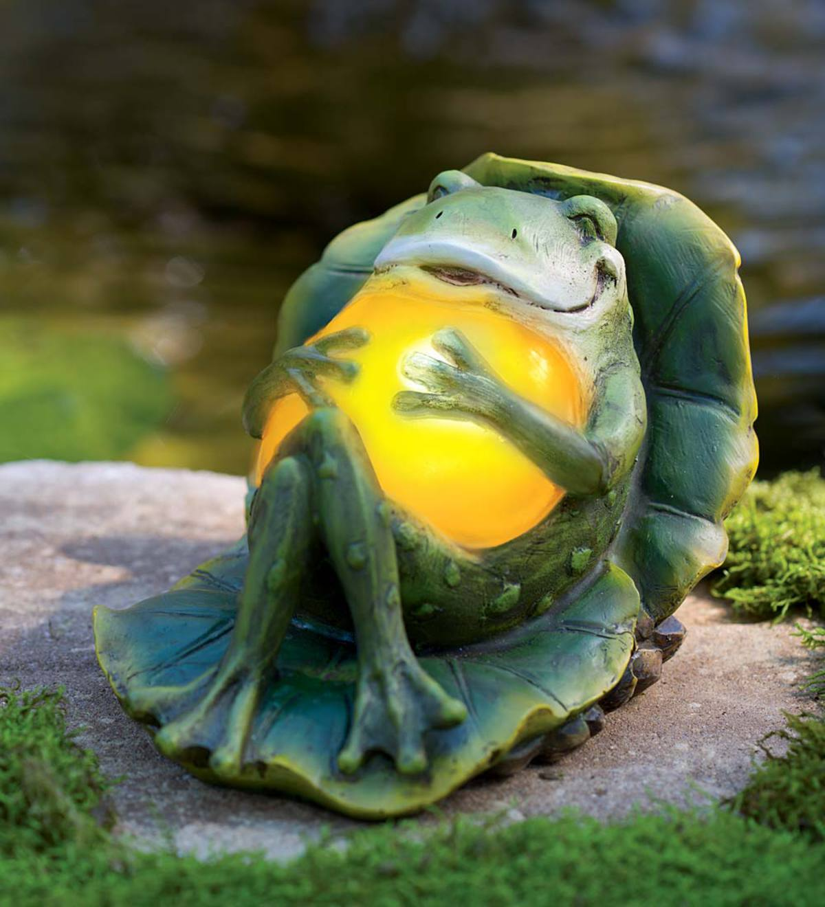 Delicieux Reclining Solar Frog Garden Statue