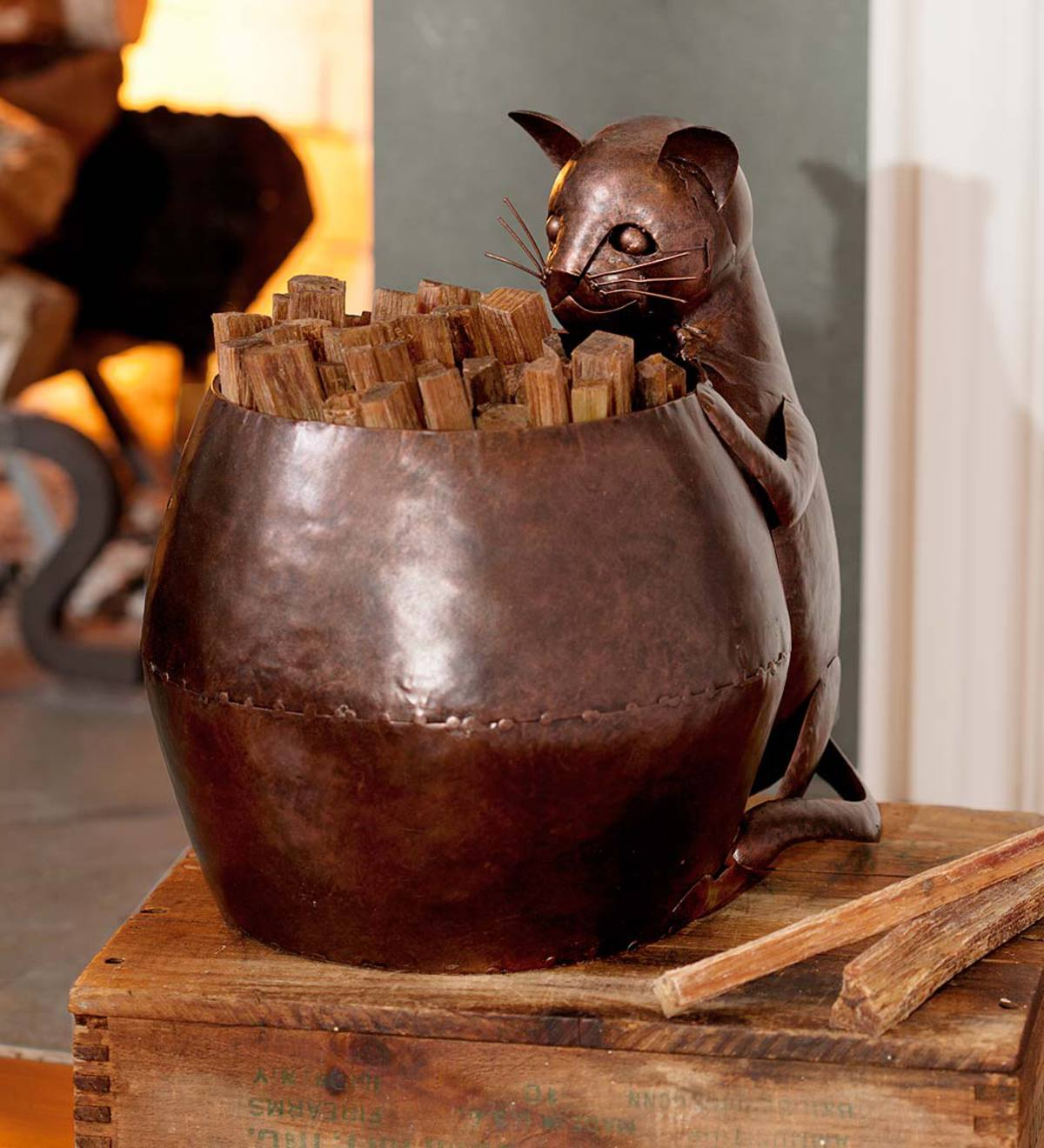 Metal Cat Fatwood Holder with 5 lbs. of Fatwood