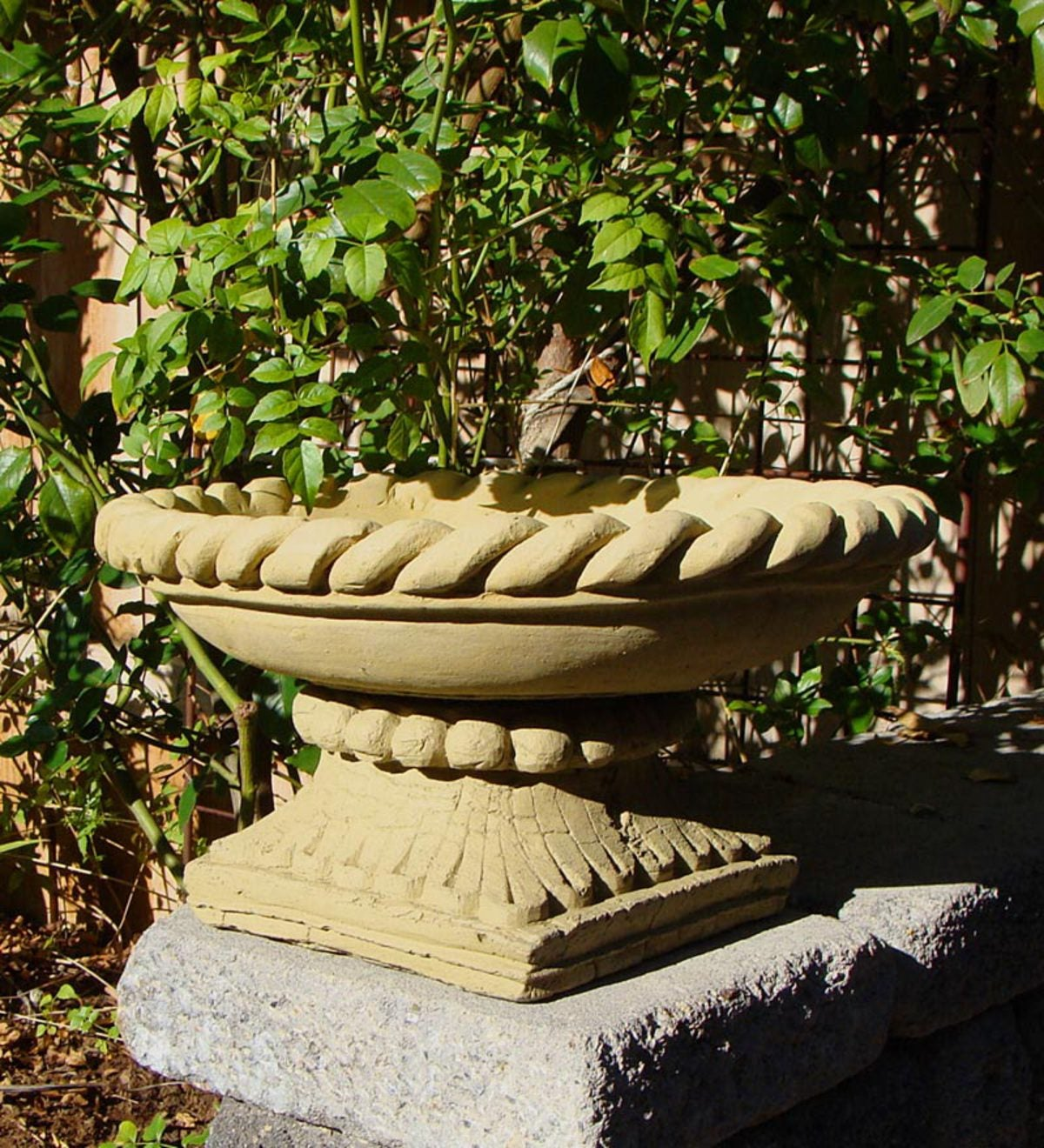 Braided Bowl Birdbath on Pedestal