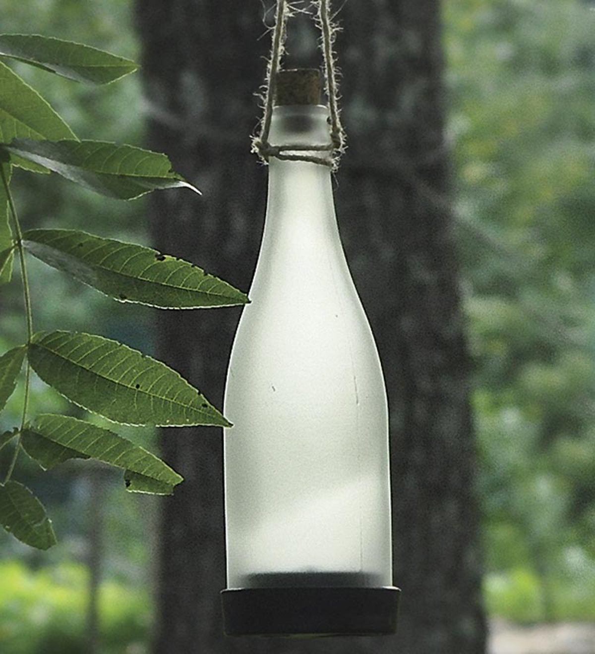 Metal Bottle Tree With Set of 10 Solar-Powered Bottles - White