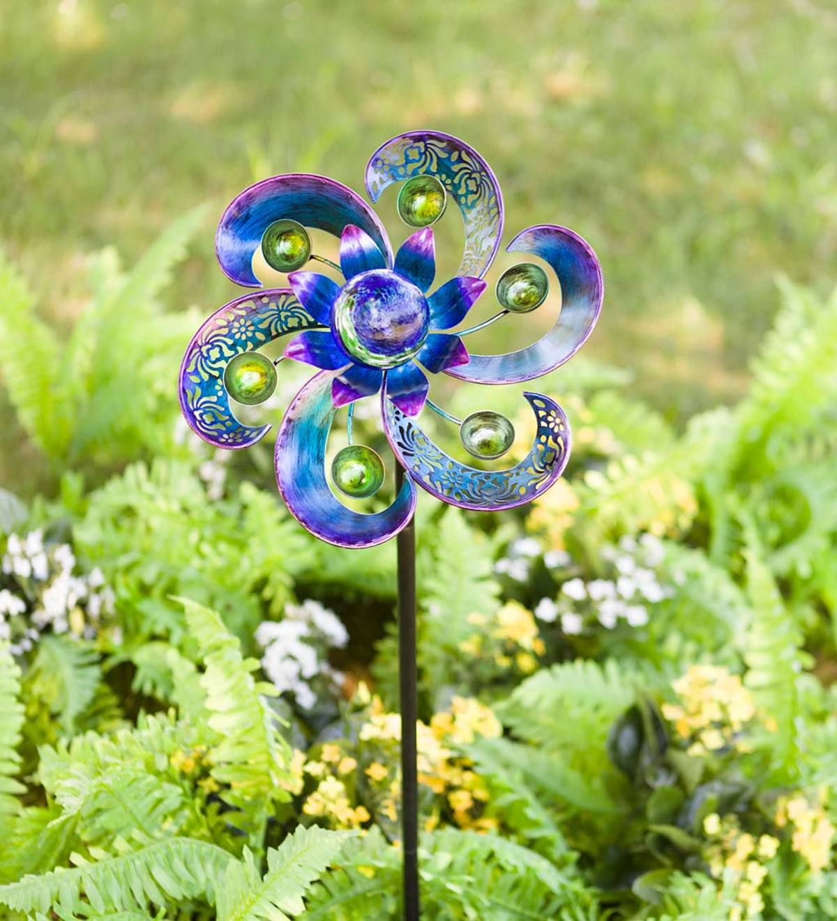Metal Pinwheel Spinner with Glow-in-the-Dark Glass Ball