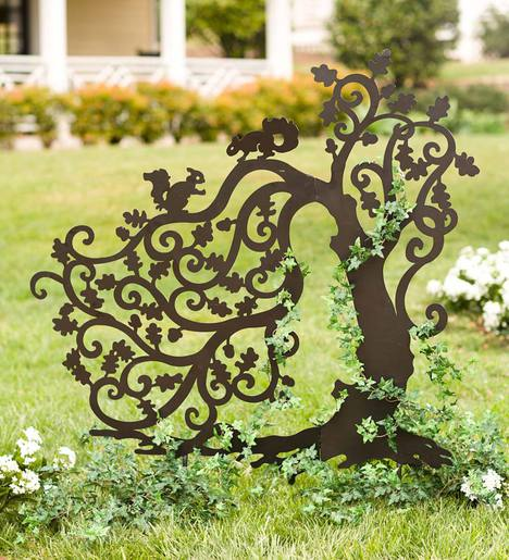 Art Décor: Laser-Cut Metal Twisting Tree With Squirrels Silhouette